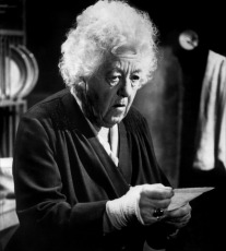 Dame-Margaret-Rutherford-As-Miss-Marple-agatha-christie-16321202-900-1000