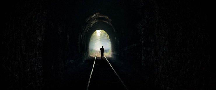 Adoration-Fabrice-Du-Welz-thomas-Gioria-Fantine-Harduin-clinique-asile-fou-drame-crime-fugitifs-tunnel